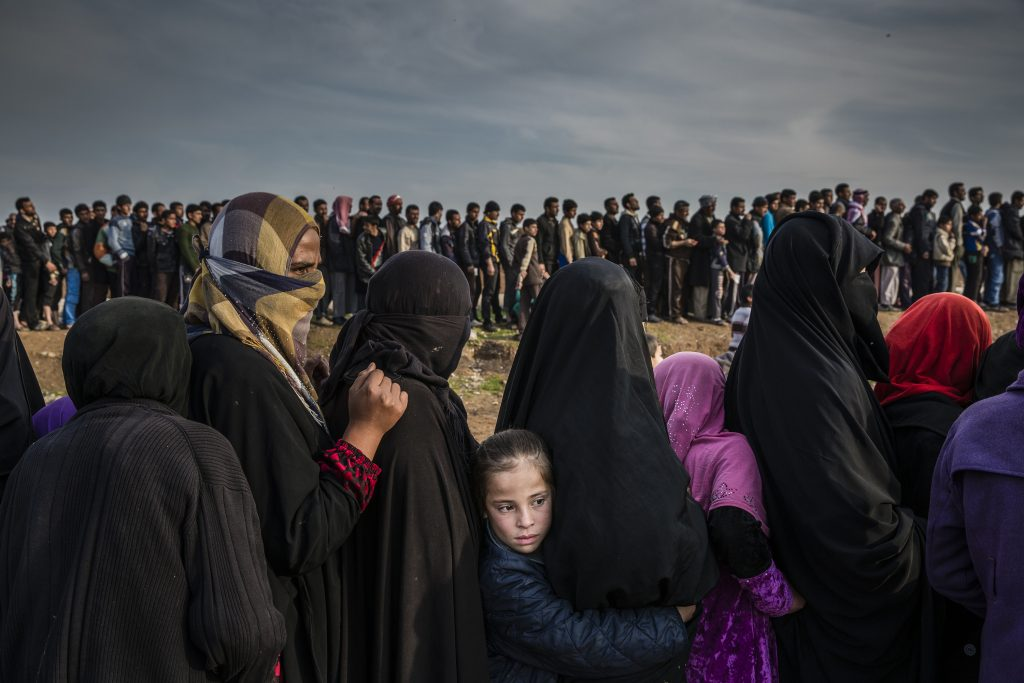 The Battle for Mosul - Lined Up for an Aid Distribution © Ivor Prickett, for The New York Times - World Press Photo 2018