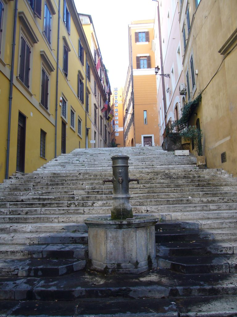 Fontanella di via della Cordonata (Di Lalupa - Opera propria, CC BY-SA 3.0, https://commons.wikimedia.org/w/index.php?curid=5201066)