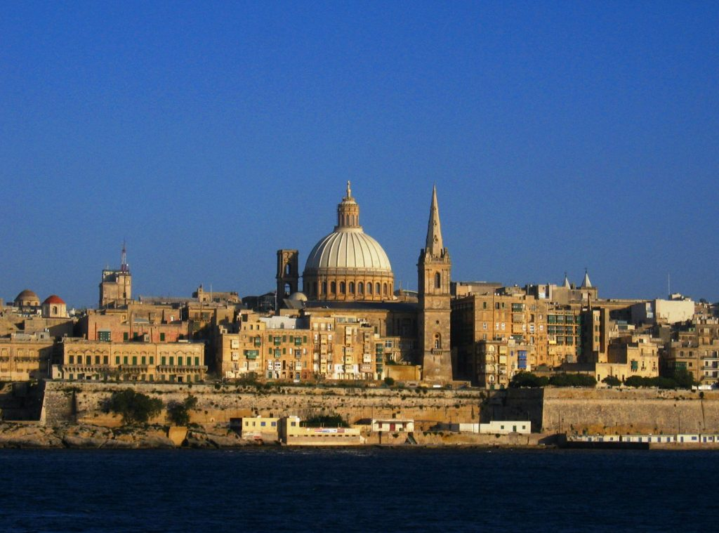La Valletta, Malta (Copyrighted free use, https://commons.wikimedia.org/w/index.php?curid=208612)