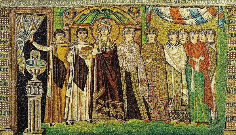 L'imperatrice Teodora e la sua corte, basilica di San Vitale, Ravenna, VI secolo (Di Petar Milošević - Opera propria, CC BY-SA 4.0, https://commons.wikimedia.org/w/index.php?curid=60402597)